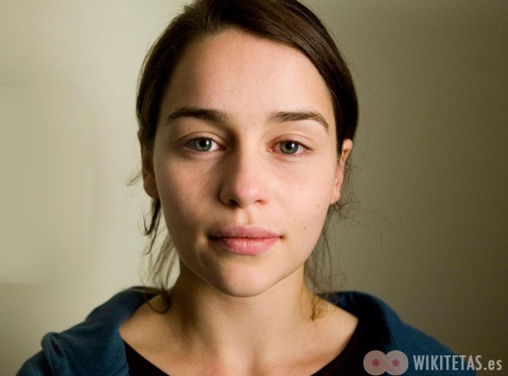 Emilia.Clarke.wikitetas6